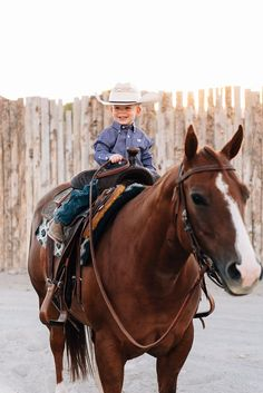 A boy and his horse Cowgirl Baby, Cowboy Girl, Little Cowboy, Cowboy Cowboy, Cute N Country, Country Girls, Country Babies, Country Life, Cute Kids