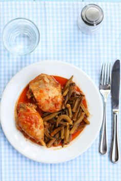 Kotopoulo me mpamies,  Greek chicken with okra & tomatoes