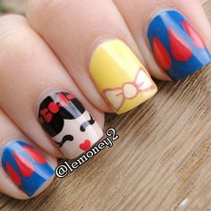 Take a look at these amazing ideas for a Disney manicure! From Mickey, Minnie and friends, to all the Disney princesses and iconic characters, you'll find the perfect Disney nails to finish off… Snow White Nails, White Nail Art, White Art, Nails For Kids, Girls Nails, Disney Nail Designs, Nail Art Designs, Nails Design, Disney Manicure