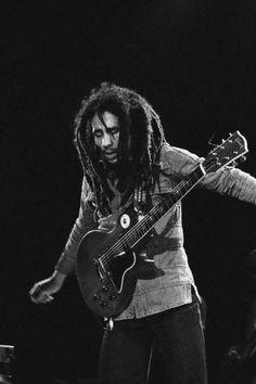 Bob Marley live at Balthard Pavillion, Paris, France, June 1978 (Babylon by Bus record, Kaya Tour) Bob Marley Legend, Reggae Bob Marley, Bob Marley Pictures, Marley Family, Jah Rastafari, Peter Tosh, Robert Nesta, Nesta Marley, Jamaican Music