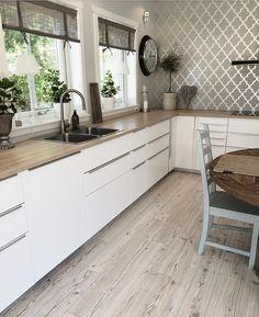 Home Decor Kitchen, New Kitchen, Home Kitchens, Modern Kitchen Design, Interior Design Kitchen, Cuisines Design, Home Living, Beautiful Kitchens, Kitchen Flooring