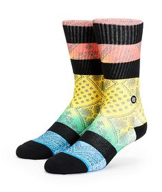 Get a fresh street look with yellow, red, green, and blue paisley print stripes in between black stripes and elastic arch support.