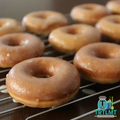 Glazed Donuts – The Road to Loving My Thermo Mixer Donut Recipes, My Recipes, Sweet Recipes, Recipies, Cinnamon Donuts, Cinnamon Oatmeal, Baked Donuts, Doughnuts, Donut Glaze