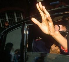 Even his hands are soo beautiful. Michael Jackson Bad Era, Jackson 5, Just Hold Me, Make Smile, King Of Music, Find Quotes, Rare Pictures, Save My Life, Your Music