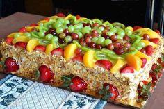 fruit cake - looks delicious Köstliche Desserts, Delicious Desserts, Yummy Food, Food Cakes, Cupcake Cakes, Fruit Cakes, Cupcakes, Fresh Fruit Cake, Fruit Dessert