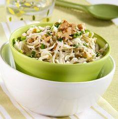 Салат из капусты с огурцами и грецкими орехами