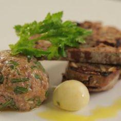 tatarský biftek Baked Potato, Steak, Potatoes, Beef, Baking, Ethnic Recipes, Food, Meat, Potato