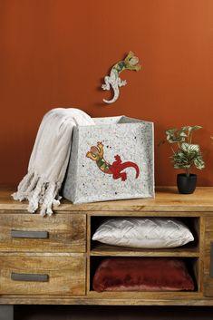 Van realistisch naar modern | borduren editie 73-2021 Quilts, Deco, Modern, Craft Work, Trendy Tree, Quilt Sets, Decor, Deko, Log Cabin Quilts