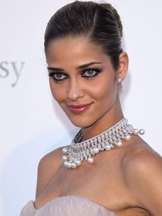 Ana Beatriz Barros in a glorious pearl necklace.