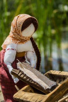 Славянская обереговая кукла г. Челябинск Fabric Dolls, Doll Patterns, Creative Inspiration, Folk Art, Decoration, Doll Clothes, Origami, Handmade, Gifts