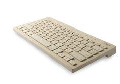 Empresa chamada Orée criou um teclado de madeira, portanto reciclável, que se conecta a tablets, notebooks e PCs pode meio de bluetooth. Ele está sendo vendido por 125 libras, o equivalente a R$ 409 - confira o link para o site da fabricante (G1 Tecnologia).
