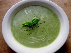 Learn to day how to make the healthy Broccoli Potato Soup as we make it in Germany. The recipe is very easy and this soup is best with organic ingredients. Brocoli Soup, Broccoli Potato Soup, Broccoli Soup Recipes, Easy Home Cooked Meals, No Cook Meals, Easy Meals, Jesus Freak, Dutch Recipes, German Recipes