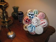 crochet christmas balls ... Use white balls or black. Use red, green, silver or gold thread.