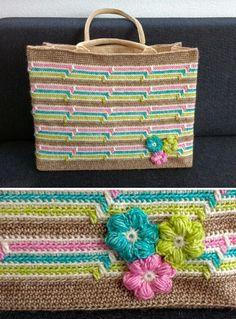 Zelf een AH-tas omhaken in vrolijke kleurtjes (gratis patroon). In dit patroon gebruiken we de nieuwe kleuren Scheepjes Stone Washed!