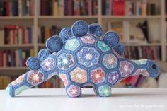 Een nieuw patroon van Heidi Bears!  Ik vind haar patronen fantastisch, zo heb ik al een regenboog Hippo  en een grijze Happy Hippo gemaakt...