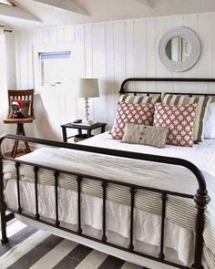 Modern farmhouse style incorporates the typical with the new makes any type of room super comfy. Discover ideal rustic farmhouse bedroom decor ideas and design tips. Modern Farmhouse Bedroom, Rustic Farmhouse, Fresh Farmhouse, Farmhouse Ideas, Modern Bedroom, Farmhouse Design, Rustic Cafe, Bedroom Classic, Urban Farmhouse