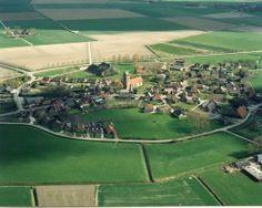 Kerk midden in het dorp Godlinze