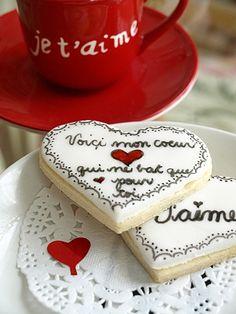 Hand painted cookies @latabledenana.blogspot.com - I just love this blog!