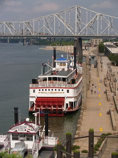 Belle of Louisville. I have actually been here! And I remember riding on the Belle and the steamboat races at Derby time!