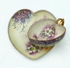 Stunning heart shape teacup and saucer Tea Cup Set, Tea Cup Saucer, Vintage Dishes, Vintage Tea, 5 O Clock Tea, Teapots And Cups, Teacups, Happy Tea, Retro