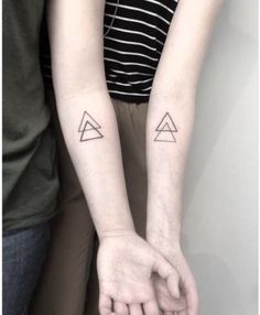 15 heartfelt matching tattoos that'll have you begging your sister to get inked . Twin Tattoos, Dope Tattoos, Little Tattoos, Small Tattoos, Tatoos, Matching Best Friend Tattoos, Matching Tattoos, Sibiling Tattoos, Apple Tattoo