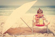 baby girl photo shoot at the beach http://fotosealbuns.com/blog/2012/10/deu-praia-no-acompanhamento-fotografico-da-beatriz-10-meses/