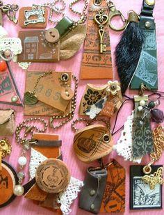 革遊び的レザークラフトとか:革小物といえば何? Leather Jewelry, Leather Craft, Twist Curls, Tag Art, Leather Working, Soft Leather, Jewelery, Brooch, Pendant