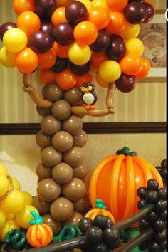 Balloon tree sculpture. #balloon #halloween #decor #balloon #halloween #column