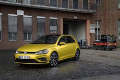 Volkswagen has announced the Golf facelift will get a frugal BlueMotion TSI version featuring a coasting function turning off the engine. Golf 2016, Volkswagen Golf 7, Vw Group, Vw Cars, Car Makes, New Engine, Golf Tips, Diesel, Autos