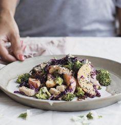 Creamy broccoli salad with almonds, peaches and chicken - Trois fois par jour Pasta Recipes, Salad Recipes, Chicken Recipes, Cooking Recipes, Healthy Recipes, Clean Eating, Healthy Eating, Healthy Food, New Pizza