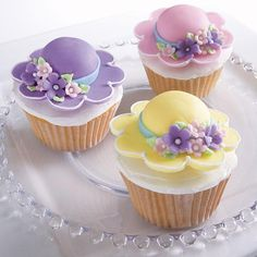Bonnet Season Cupcakes - What a bonnie way to celebrate spring! Cupcakes topped with Easter bonnets are created using the Floral Collection Flower Making Set and the Blossom Nesting Metal Cutter Set.