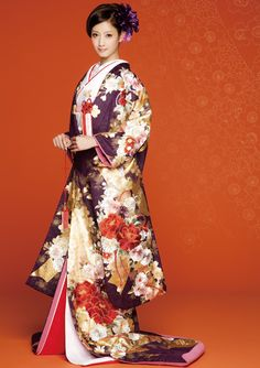 Love: hair, makeup, and kimono Yukata, Furisode Kimono, Kimono Dress, Japanese Outfits, Japanese Fashion, Asian Fashion, Japanese Clothing, Japanese Wedding Kimono, Japanese Kimono