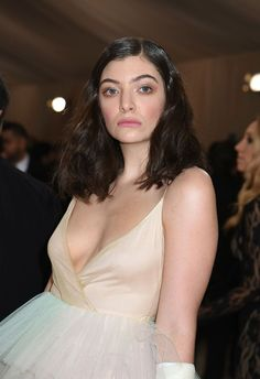 Unique Faces, Lorde, Pretty Face, Music Artists, One Shoulder Wedding Dress, Savior, Wedding Dresses, People, Inspire