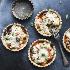 Vegaaninen kasvispiirakka | K-Ruoka #vegaaninen Vegan Party Food, Vegan Foods, Avocado Toast, Kitchen Decor, Muffin, Cooking Recipes, Baking, Pastries, Breakfast