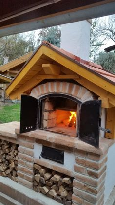 Outdoor Bbq Kitchen, Outdoor Grill Area, Patio Grill, Pizza Oven Outdoor, Fake Fireplace, Fireplace Design, Four A Pizza, Wood Oven, Wood Fired Pizza