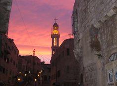 ¿Por qué huyen los cristianos palestinos? La revista jesuita América informó recientemente que los cristianos árabes huyen en masa de Belén, la ciudad donde nacióJesucristo. En 1990, los cristian…