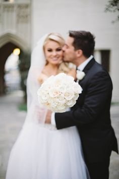 Gorgeous all white wedding: http://www.stylemepretty.com/2014/06/25/all-white-modern-hollywood-wedding/ | Photography: Taylor Made Art - http://taylormadeart.com/