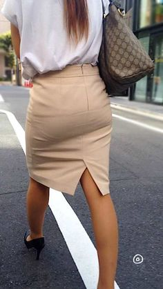 Japanese Office Lady, Dress Skirt, Skirt Outfits, Pencil Skirt Work, Sexy Hips, Business Casual Outfits, Office Fashion, Beautiful Legs, Beautiful Celebrities
