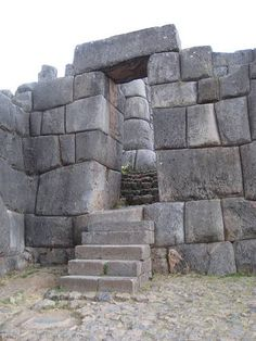 Notice the blocks that are shaped to turn a corner and ...Inca Buildings And Structures