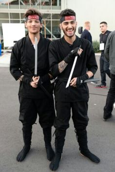Louis Tomlinson and Zayn Malik. I loved this part! >>> they have no idea what they are doing.>> :))>>>> zayn yelling hyah made my life Imagines One Direction, Four One Direction, One Direction Pictures, Direction Quotes, Zayn One Direction, James Horan, Larry Stylinson, Liam Payne, Niall E Harry
