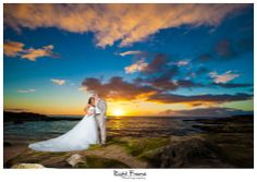 www.rightframe.net - Beautiful destination sunset beach wedding in Oahu. photography, photographer, weddings, photos, bride , groom, hawaiian, ko olina, ko'olina, koolina, secret beach, Lanikuhonua Beach, JW Marriott Ihilani hotel, sunset, sun, romantic, ideas, paradise, cove.