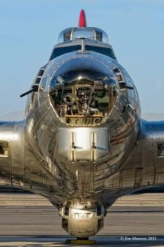 Beautiful photo of the beautiful Flying Fortress. Aircraft Photos, Ww2 Aircraft, Military Aircraft, Sud Aviation, B 17, Ww2 Planes, Vintage Airplanes, Aircraft Design, Motor