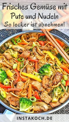 Gebratene Nudeln mit frischem Gemüse und Pute - Einfach lecker Fried noodles with vegetables and turkey, just like the Chinese, are super fast and easy made by yourself. I just love Asian dishes becau Fresh Vegetables, Veggies, Law Carb, Asian Recipes, Ethnic Recipes, Fish Recipes, Vegetarian Recipes, Healthy Recipes, Chicken Recipes