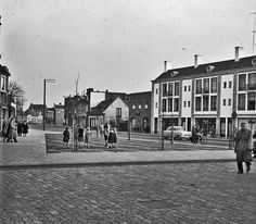 Stratumsedijk Eindhoven (jaartal: 1960 tot 1970) - Foto's SERC Eindhoven, Old Photos, Netherlands, Street View, Mansions, Black And White, Country, House Styles, Places
