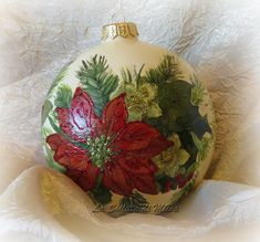 Palle di Natale di ceramica decorate con fiori natalizi   La Soffitta di MiDa