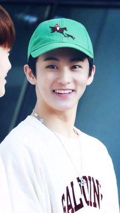His smile ♡ Mark Lee, K Pop, Taemin, Shinee, Nct U Members, Johnny Seo, Canadian Boys, Lee Min Hyung, Entertainment
