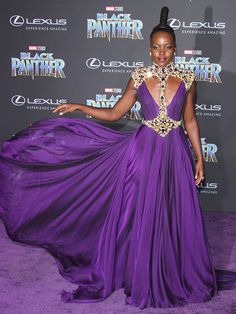 Lupita Nyong'o In Atelier Versace At The 'Black Panther' Hollywood Premiere - The Most Daring Red Carpet Dresses of 2018 - Photos Black Panthers, Atelier Versace, Purple Carpet, Red Carpet Looks, Celebrity Red Carpet, Celebrity Style, Vestidos Chiffon, Purple Reign, Nice Dresses