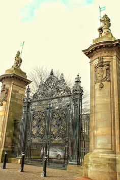 The Lion and the Unicorn - Holyrood Palace East Gates