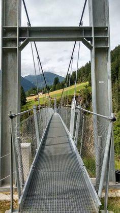 Wer traut sich rüber über die Fußgängerhängebrücke in Holzgau? Places, Ski, Fishing, Swim, Nature, Lugares