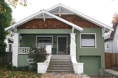 Craftsman Bungalow house in Sacramento, California - Photo © Joshua Lurie-Terrell / hewnandhammered.com